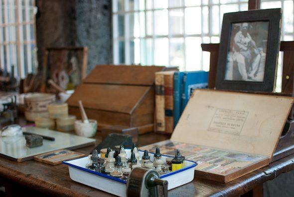 Frida's studio paints, Museo Frida Kahlo