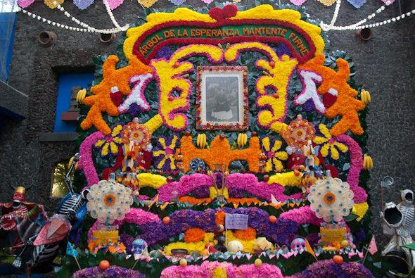 floral altar, Museo Frida Kahlo